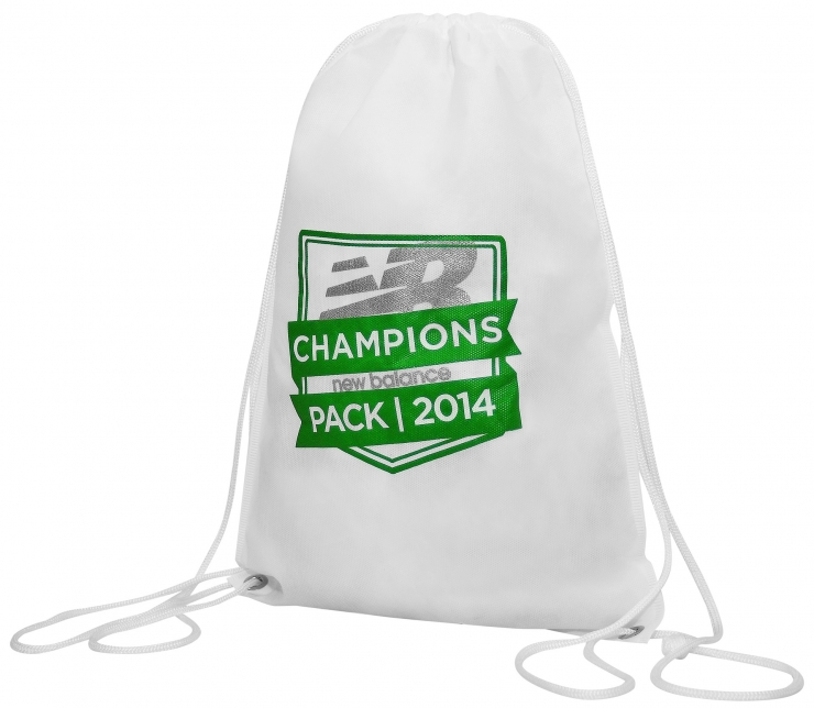 Sacochila personalizada em TNT e Nylon para corridas e eventos promocionais.